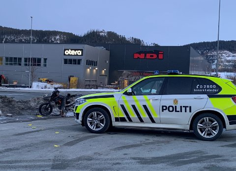 En motorsykkel og en bil var involvert i en ulykke ved Torgårdstrøa på Tiller søndag.
