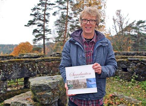 PÅ GAMLE TUFTER: Even Saugstad fra Oppsal er i dobbelt forstand på gamle tufter når han nå har skrevet boken om Sarabråten – en liten bit av Østmarka, men med mye historie i seg.