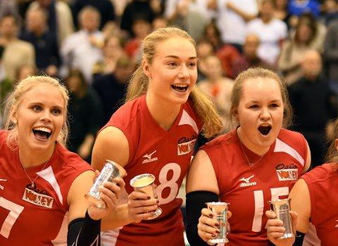 GULLJENTER: Live Lunde Fossdal og resten av jentene fra Oslo Volley kunne juble for NM-gull lørdag.