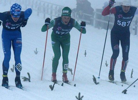 STERK: Amund Riege spurtet seg til et NM-sølv i sprinten lørdag. Her fra kvartfinalen mot blant andreJon Rabe Osnes fra Oseberg Skilag.