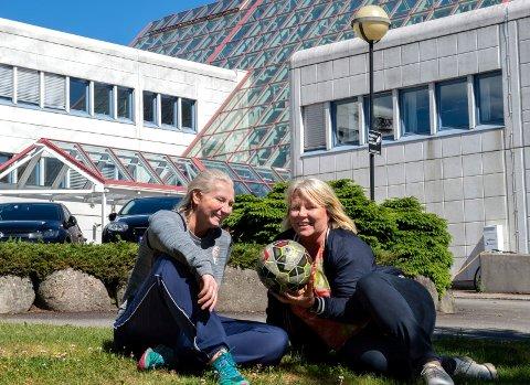 Til høsten er det Ane Guro Skaare-Rekdal (t.v) og Janicke Gonstad som sitter i førersetet i Indre Østland Fotballkrets. Foto: Asbjørn Risbakken