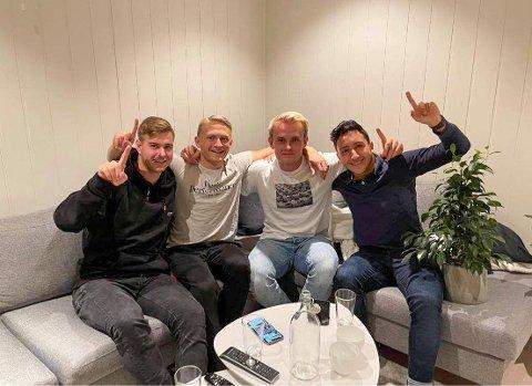 OPPRYKK: Gjøvik/Lyn-spillerne Ole Thomas Skogli (fra venstre), Arne Ravndal, Jesper Sydbøge og Lars Kveseth kunne fredag kveld feire opprykk til 2. divisjon. Det skjedde etter at konkurrenten Gjelleråsen gikk på et tap i tredje siste serierunde.