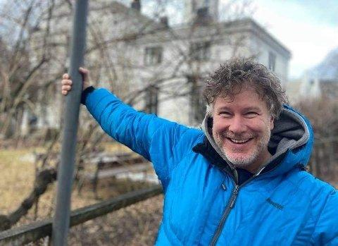 VAR KORONASYK: Gustav Nilsen (46) fikk påvist korona for et par uker siden. I dag er han frisk og rask. – Nå har jeg 75 prosent mer smak- og luktesans, og 80 prosent mer energi, sier han.