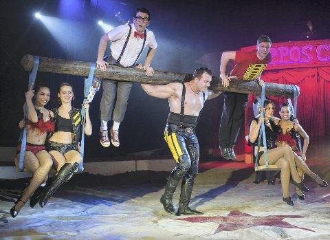 Kraftkar: Dennis Ilchenko tar et krafttak i manesjen på Lillebrand. FOTO: Piet-Hein Out/cirkus arnardo