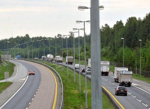 FOR FORT: Fartsgrensen på E6 gjennom Nordre Follo er 90 kilometer i timen. Oslo-mannens bil ble målt til 148 kilometer i timen - etter fratrekk av sikkerhetsmargin.