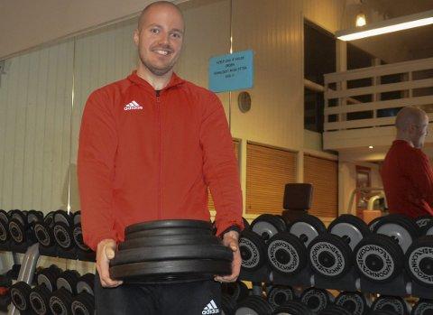 Nytt liv: Glenn Are Rosenlund fra Nes var oppe i 138 kilo på det verste, men følte seg som et utskudd og tok tak i egen livsstil. Siden mai har han gått ned om lag 50 kilo og trener hver dag. Nå har han energi til nettopp dette, men tidligere var det ikke stort mer enn å jobbe han orket. – Det setter ting litt i perspektiv at jeg nesten ikke klarer å løfte den vekta som jeg tidligere dro på hver dag, forteller Rosenlund.