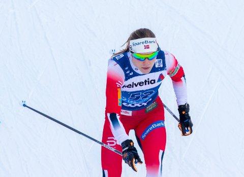 Magni Smedås under fellestarten i Lenzerheide. Hun debuterte i toursirkuset med en 14.-plass.