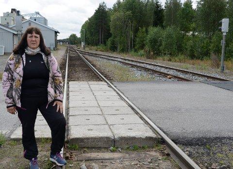 MÅ SATSES PÅ: – Solør-banen må få nødvendige løft og ikke bli en museumsbane, sier kommunepolitiker Gunn Marit Lindmoen i Våler.