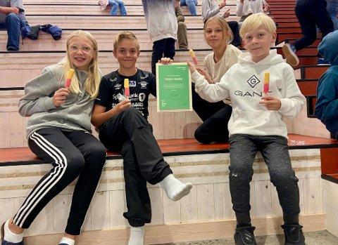 ELEVRÅDET: Fra venstre: Margrete Hansgård og Elias Johansen Holte i 7. klasse, Maria Rasch-Toverud og elevrådsleder Marius Kjellaas.