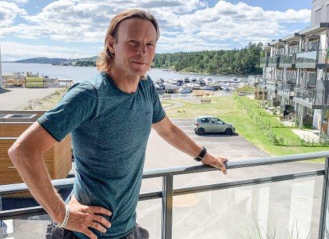 HJEMME: Gisle Johnsen hjemme på terrassen på Heistad-brygge etter Ironman i Haugesund.