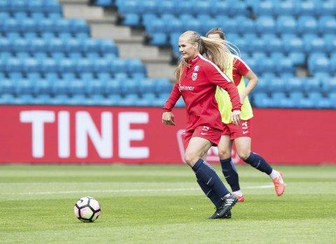 Lisa-Marie Karlseng Utland i aksjon på trening med landslaget. Om tre uker er det en meget viktig kvalifiseringskamp.