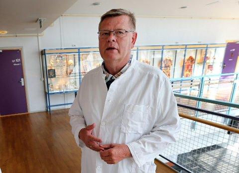 EKSPERT: Professor i medisinsk mikrobiologi ved UiT, Ørjan Olsvik, sier at deler av Tromsø burde stenges ned for å få kontroll.