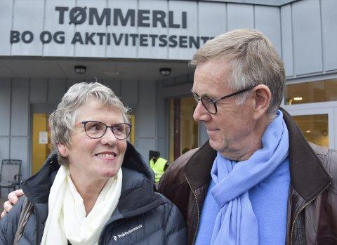 PÅ KURS: Gerd Buraas og Jørn Buraas fra Brumunddal er to av mange som har deltatt på kurset så langt. Over nyttår starter fjerde runde. Paret fra Brumunddal forteller at de hadde stort utbytte av å være med. Gerd fikk brystkreft i januar 2016, og er nå kreftfri, men «ikke frisk» som hun selv sier. Alle foto: Thomas Strandby