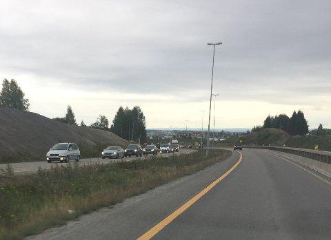 Køen stod tett helt fra Nydal til Bergshøgda.