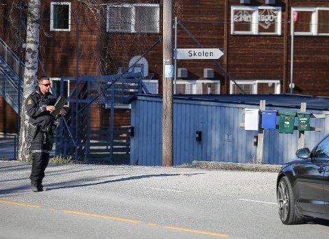 Avholdt kontroll: Fredag holdt politiet kontroll i 40-sona forbi Fagernes skole. Nok en gang ble flere titalls bilister stoppet for å kjøre for fort. Bildet er tatt ved en tidligere kontroll.