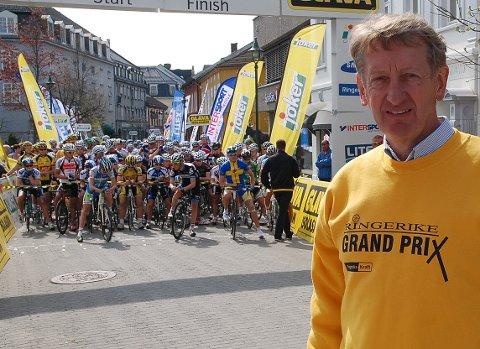Birger Hungerholdt beskriver det som helt eventyrlig at Tour of Norway skal innom folkefulle Hønefoss sentrum 17. mai. Her fra et tidligere ritt.