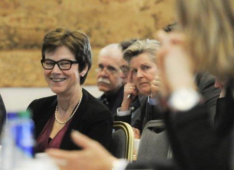 Felles ambisjoner: Jernbanedirektør Elisabeth Enger smilte bredt mot ordførerbenken da fylkesordfører Ryberg snakket om høye ambisjoner og forventninger.