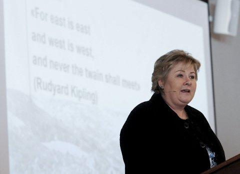 Intet øst og vest: Statsminister Erna Solberg snakket varmt om hvordan Ringeriksbanen bidrar til å binde Øst og vest sammen. Og bannen kommer, i 2024.