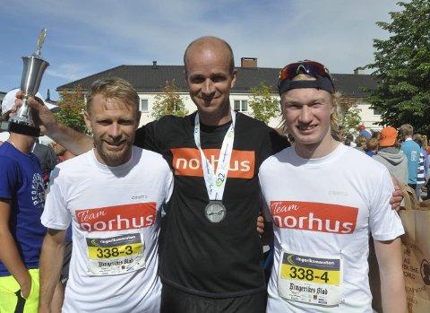 Vant 4-manns menn: Norhus gikk fra andreplass i fjor til seier i år. Fra venstre: Øyvin Bustad, Magne Lilleland Olsen, Olav Engen. Kristian Nesheim var ikke til stede.