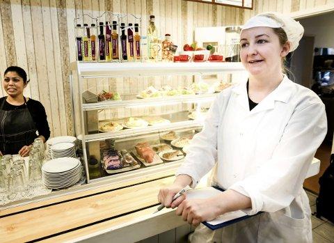 KONTROLL: Inspektør Vivian Andreassen i arbeid i Lillestrøm.