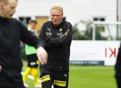 BEKLAGET: LSK-trener Jörgen Lennartsson sa unnskyld til alle LSKs supportere etter prestasjonen mot Strømmen.                       BEGGE FOTO: PERNILLE NIELSEN