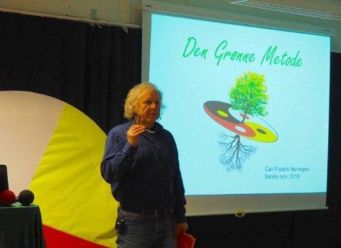 Formidlet: Carl Fredrik Normann fortalte mandag om sin bok «Tidløs medisin». Foto: Svein-Ivar Pedersen