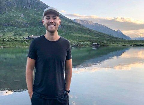 VALGTE HJEMBYEN: Da Sondre Hvidsten (26) fikk et jobbtilbud i Sandefjord, slo han til. Her er han for øvrig tidligere i sommer, på tur ved Gjendesheim turisthytte ved innsjøen Gjende.
