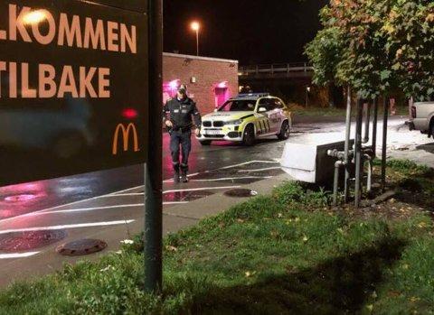 Torsdag kveld truet e maskert person betjeningen og ranet McDonalds på Alvim.