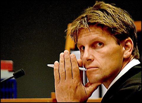 Advokat Pål Sverre Hernæs fra Advokatfirmaet Hjort representerte arvingene etter to avdøde menn som satset sine sparepenger i selskaper som har gått med dundrende underskudd i alle år. Han bekrefter at saksøkerne har inngått forlik med dem som solgte aksjene, men ønsker ikke å kommentere innholdet i forliket.