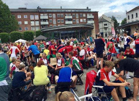 ØNSKER FOLKEFEST: Slik så det ut da O-festivalen ble arrangert i Sarpsborg i 2016. Nå håper Bente Kjenstad Jæger på opp mot 2500 besøkende på torget.