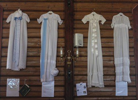 Variert: Det var 24 forskjellige dåpskjoler til utstilling, alle med sine særpreg.