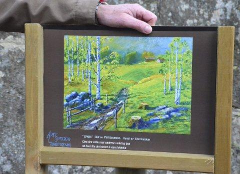 BILDE MED DIKT: Stig Sandems maleri med dikt av Phil Bosmans. Alle maleriene har fått med et lite dikt. Målet er at denne skogsutstillingen skal bli et permanent tilbud.