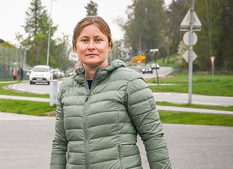 FRUSTRERT: Ida Gundersen fra FAU på Hovin skole sier flere foreldre er desperate og krever fortgang.