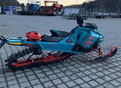 Christer Solvang og Martin Melleby selger snøscooterne sine på Finn. Det er litt for lite snø - og tid - til å kjøre rundt på dem. Her er Solvangs snøscooter.