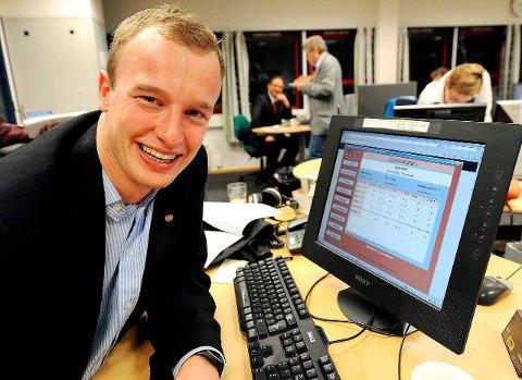 LIGGER GODT AN: Sven Tore Løkslid ble etter valget i 2011 den yngste ordføreren i landet den gang. Nå er han fylkesordførerkandidat. 'han og Ap godt an til å gjøre et godt valg i 2015 også. Meningsmålingen viser rødgrønt flertall i Telemark.   FOTO: INGE FJELDDALEN ¬