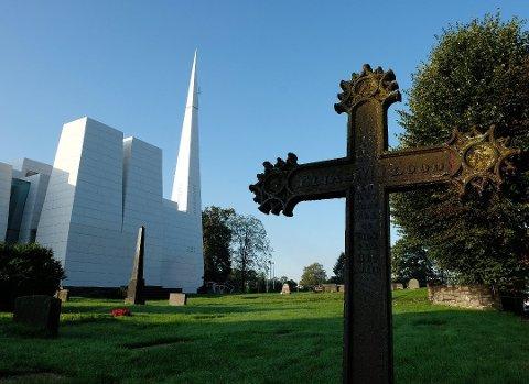 Maks antall besøkende i begravelser er hevet fra 20 til 30 personer.