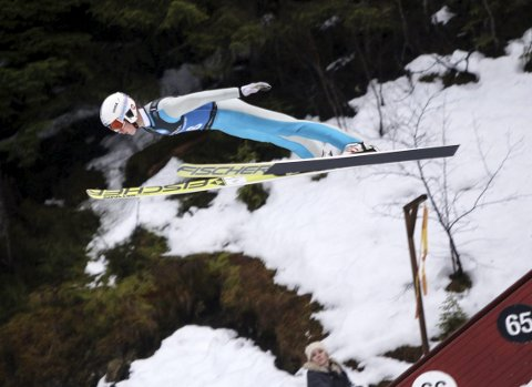 Vant: Sander Bjørndalen (midten) rykker opp i hoppsportens A-klasse etter to pallplasseringer på Lillehammer i helgen. (Foto: Privat)