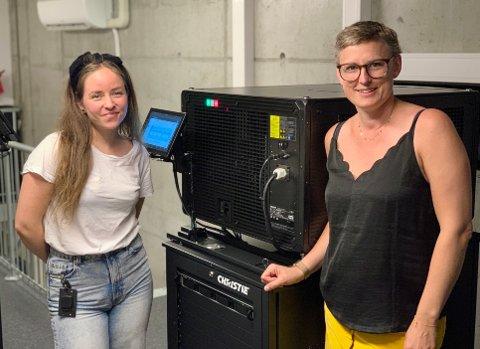 KINOGLEDE: Kaia Skåtte og Hilde Hem gleder seg over den nye kinoinvesteringen og røper et spennende kinoprogram utover høsten.
