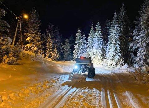 – Når nøden er størst er Ørnvika og Ånes velforening nærmest. Jens Lystad og Martin Gulbransen har kjørt opp skispor i kveld, forteller Leif Furre.