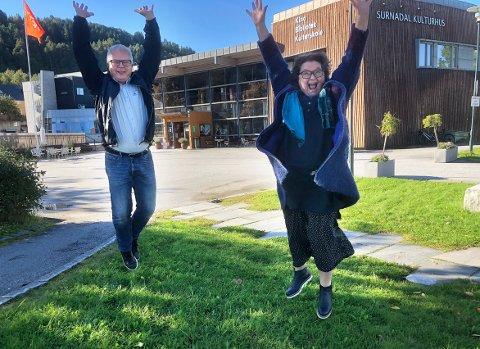 TAR SATS: Harald Bredesen og Karin Halle i SuSu tar sats og forbereder seg til livet med brua som skal binde sammen indre Nordmøre og dermed bidra til betydelige muligheter for lokalt næringsliv, befolkningsøkning og vekst i regionen.