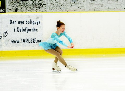 BLE HEIET FRAM: Caroline Cecilie Gjølstad fra Tønsberg Turn Kunstløp, var helt tydelig på hjemmebane.