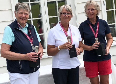 SEIERSPALLEN: Dagfrid Kjelsrud Christensen (i midten) vant eldre senior foran Solveig Moen (t.v.) og Bente Hansen.