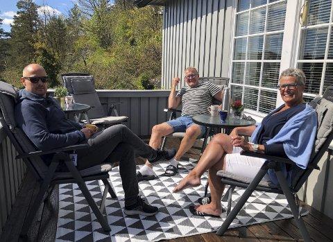 Øksenåslia: Else og Erik Henriksen bor fortsatt i huset hvor Terje vokset opp. Det ligger et steinkast fra Lyngmyr. Foto: Siri Fossing