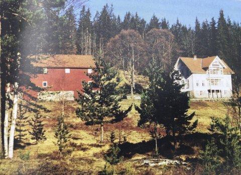 Mosberg: Gården Mosberg ligger i Åmli kommune, mens Selås ligger i Vegårshei kommune. Foto: Åmli Ætt og heim