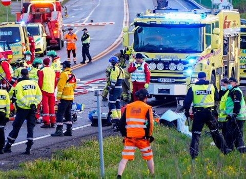 Nødetatene rykket ut etter at to vogntog har kollidert nord for Hagantunnelen på riksvei 4 i Nittedal kommune.
