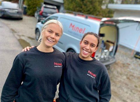 DE TO ENESTE: Eline Bagli (t.v.) og Elizabeth Thorsen Hika (17) er de to eneste kvinnelige elektrikerne i Minel Kreativ Elektro i Ski, men de har funnet sin plass.