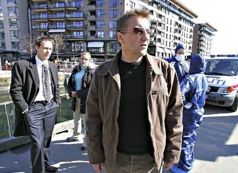 1 Politimannhelt: Bildet er fra innspillingen av TV-serien om politimannen Cato Isaksen, basert på Unni Lindells kriminalroman «Drømmefangeren», i 2005 Reidar Sørensen spilte hovedrollen. FOTO: Trond Solberg / VG / NTB scanpix  2 Alle egner seg: Forfatter Henrik Langeland mener at krimhelter kan være hva som helst og hvem som helst, men de må være viljesterke. FOTO: Roald, Berit / NTB scanpix  3 Allvitende: Agatha Christies karakter Hercule Poirot vet gjerne alt, og ligner lite på dagens norske krimhelter. FOTO: www.album-online.com