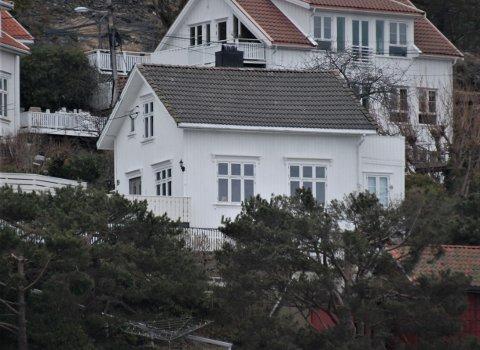 Urbakken 19, hvor kulturminnevernavdelingen fraråder kommunen å si ja til søknad om kvist på den siden av taket som vender ut mot sjøen.