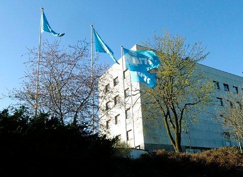 GROV VOLD: En NRK-ansatt ble påført brudd i ansiktet etter en voldsepisode utenfor Marienlyst i januar i fjor. En artist i 20-årene er tiltalt for grov kroppsskade og må møte i Oslo tingrett i august, etter at saken har blitt utsatt flere ganger.
