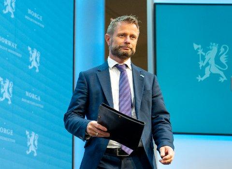 VAKSINERING: Helseminister Bent Høie ber kommunene gjøre det de kan for å bli ferdig med koronavaksineringen innen uke 40.